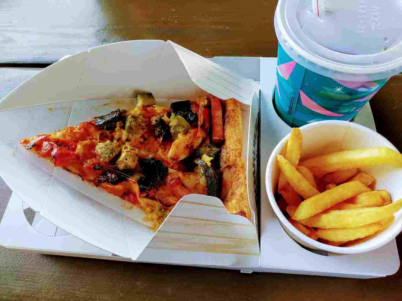 USJ、ボートウォーク・スナックのアミティ・ピッツアセット(チキンと彩り野菜)